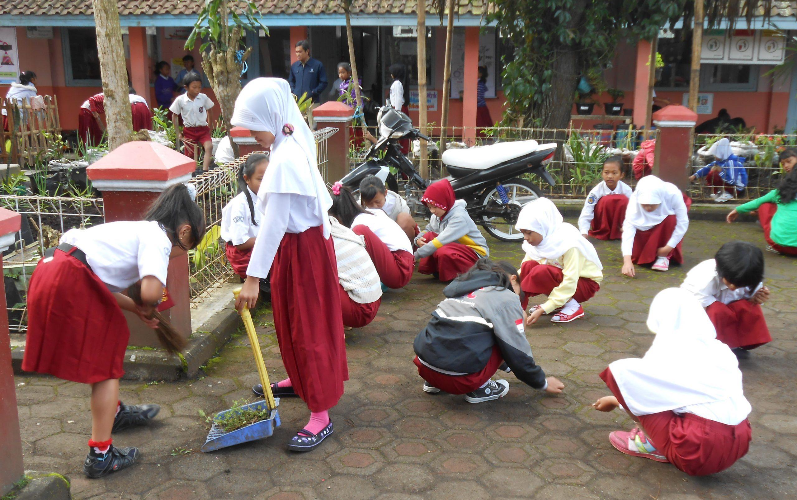 Ikhtiar Memelopori Kebersihan Sekolah